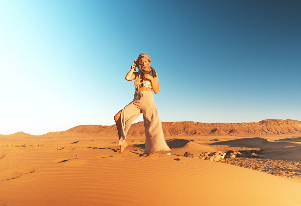 beatiful-women-in-desert-of-zagora