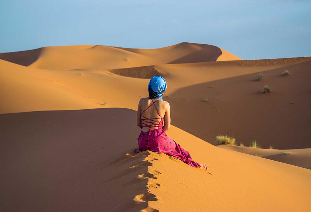 girl-in-ErgChebbi-sand-dunes