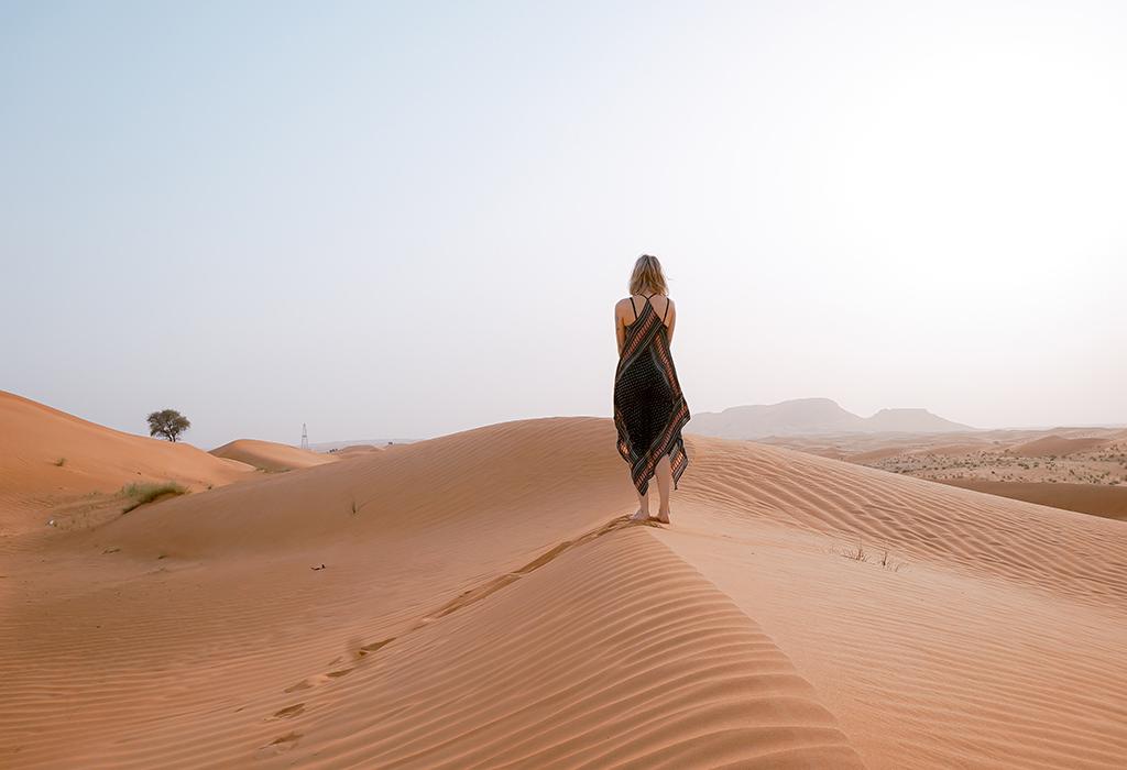 woman-on the-desert-sand-of-Merzouga