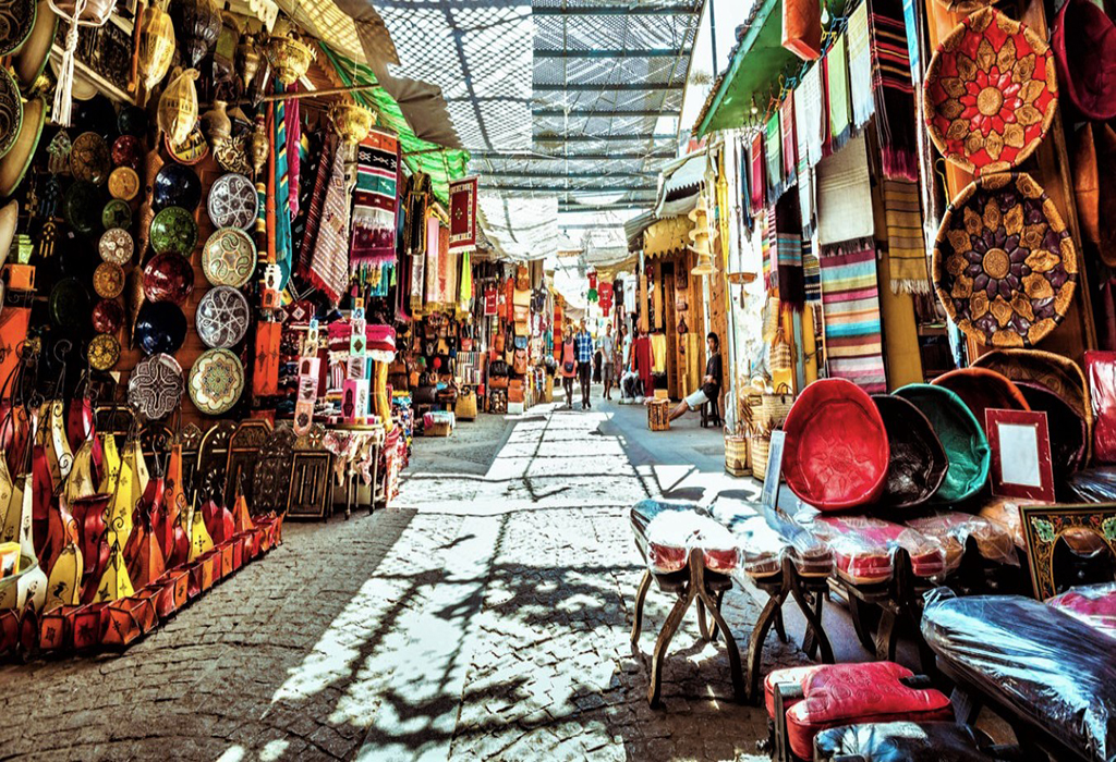 Colorful-souvenir-stores-so-appealing-to-tourists-in-the-old-medina-of-Rabat-during-ordinary-times.