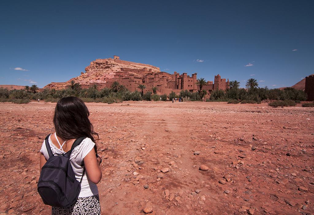 girl-in-ait-ben-hadou-trip-from-marrakech