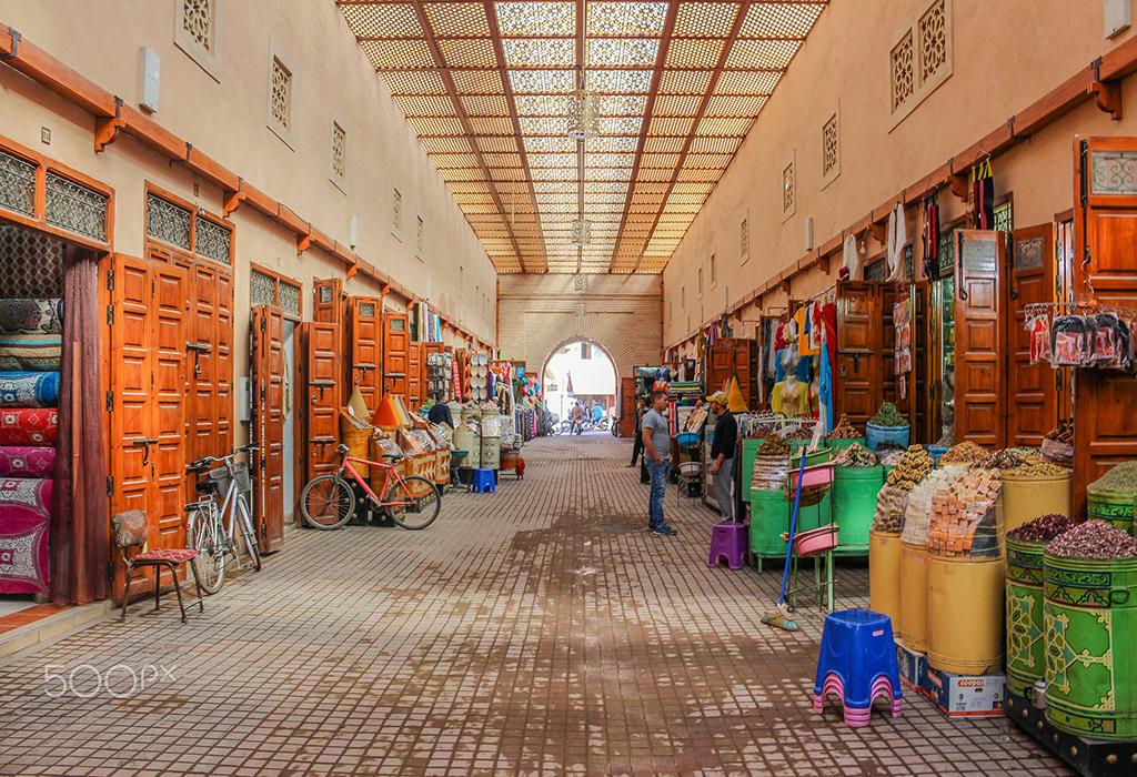 marrakech-souk-3-ours-walking