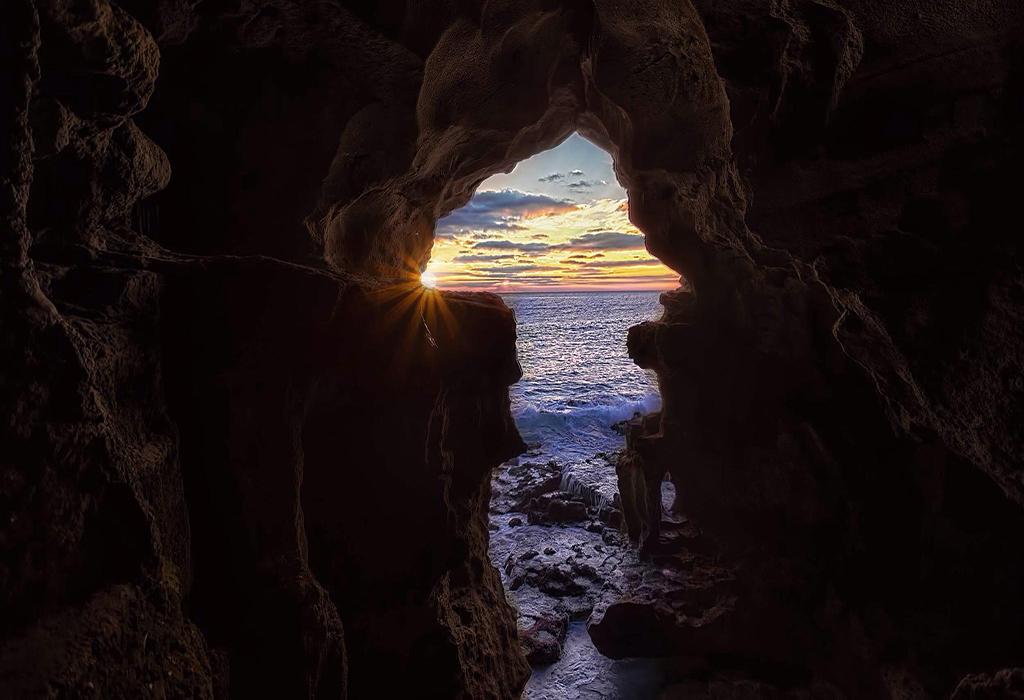 the-caves-of-Hercules-tanger-shore